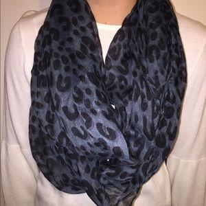 NWOT Grey & Black Leopard Print Scarf